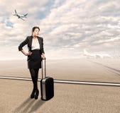 Geschäftsfrau am Flughafen Stockfotos