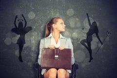 Geschäftsfrau Framed durch Schatten des Engels und des Teufels Stockbilder