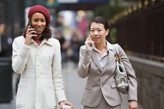 Geschäftsfrau-Gehen lizenzfreie stockfotos