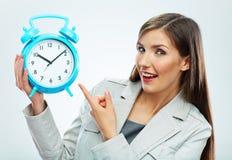 Geschäftsfrau-Griffuhr Setzen Sie Zeit Konzeptes fest Wenden Sie getrennt auf weißem Hintergrund ein Lächelndes Mädchenporträt, Stockfotografie