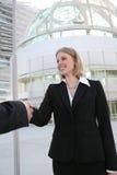 Geschäftsfrau-Händedruck Lizenzfreies Stockfoto