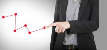 Geschäftsfrau-Handrührender virtueller Schirm. Lokalisiert auf Weiß. Lizenzfreie Stockfotografie