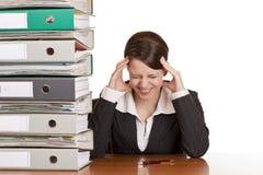 Geschäftsfrau hat die Migräne wegen des Druckes Stockfoto