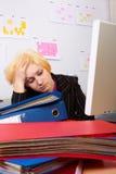 Geschäftsfrau hat Kopfschmerzen Stockfotografie