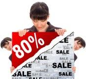 Geschäftsfrau hinter einem Weißbuch Lizenzfreie Stockfotos