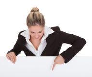 Geschäftsfrau Holding Placard Lizenzfreies Stockbild