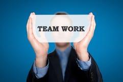 Geschäftsfrau Holding Sign Team Work Lizenzfreie Stockbilder