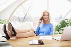Geschäftsfrau im Büro Stockfotografie