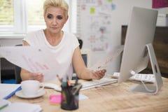 Geschäftsfrau im Büro Stockbilder