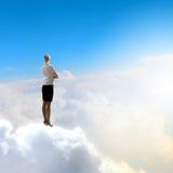 Geschäftsfrau im Himmel Lizenzfreie Stockbilder