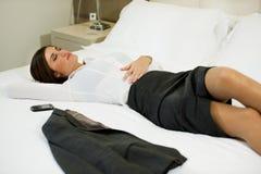 Geschäftsfrau im Hotelzimmer Lizenzfreies Stockbild