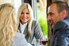 Geschäftsfrau im Restaurant Stockfoto