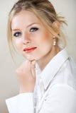 Geschäftsfrau im weißen Hemd Lizenzfreie Stockbilder