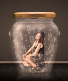 Geschäftsfrau innerhalb eines Glasgefäßes mit Blitzzeichnungskonzept Lizenzfreie Stockbilder