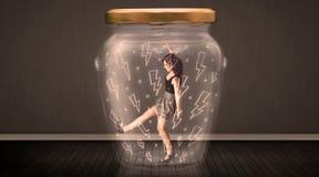 Geschäftsfrau innerhalb eines Glasgefäßes mit Blitzzeichnungskonzept Stockfotos