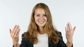 Geschäftsfrau Inviting, Einladung, Porträt, weißer Hintergrund stock video footage