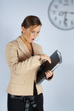 Geschäftsfrau ist spät Stockfotografie