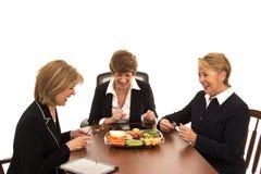 Geschäftsfrau-Lachen über dem Mittagessen Lizenzfreies Stockbild