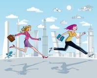 Geschäftsfrau-Laufen und Wolkenkratzer Lizenzfreie Stockfotos