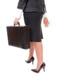 Geschäftsfrau mit Aktenkoffer Stockbild