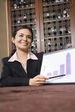 Geschäftsfrau mit Balkendiagramm. Lizenzfreies Stockbild