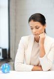 Geschäftsfrau mit Borduhr Lizenzfreies Stockfoto