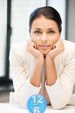 Geschäftsfrau mit Borduhr Stockbilder