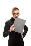 Geschäftsfrau mit dem Klemmbrett getrennt auf Weiß Lizenzfreie Stockfotografie
