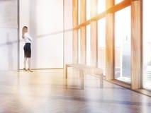 Geschäftsfrau mit dem leerem Fahnentonen Stockfotos