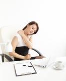 Geschäftsfrau mit den rückseitigen Schmerz Stockfotos
