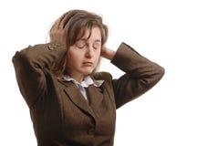 Geschäftsfrau mit den strog Kopfschmerzen - getrennt lizenzfreie stockfotografie