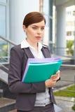 Geschäftsfrau mit Dokumenten. lizenzfreies stockfoto