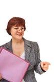 Geschäftsfrau mit einem Faltblatt Lizenzfreie Stockfotografie