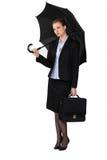 Geschäftsfrau mit einem Regenschirm. stockbilder