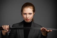 Geschäftsfrau mit einer Klinge Stockfotos