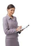 Geschäftsfrau mit Faltblatt und Feder Lizenzfreies Stockfoto