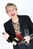 Geschäftsfrau mit Flasche von Champagne Stockfotos
