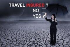 Geschäftsfrau mit Frage von Reiseversicherten Lizenzfreie Stockbilder