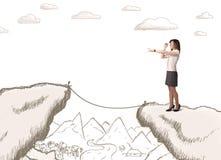 Geschäftsfrau mit gezogenem Rand des Berges Stockfotos