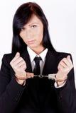 Geschäftsfrau mit Handschellen gefesselt Lizenzfreie Stockfotografie