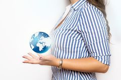 Geschäftsfrau mit Hauspiktogramm lizenzfreie stockbilder