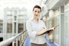 Geschäftsfrau mit Kalender Stockbilder