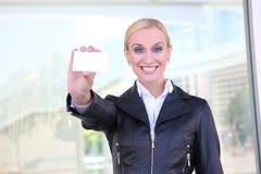 Geschäftsfrau mit Karte Lizenzfreies Stockfoto