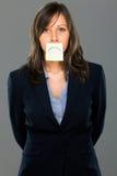 Geschäftsfrau mit klebriger Anmerkung Stockbilder