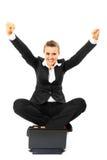 Geschäftsfrau mit Laptop und freuendem Erfolg stockfoto