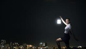 Geschäftsfrau mit Laterne Stockbilder