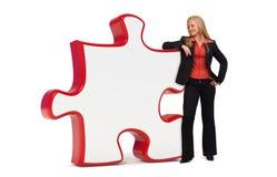 Geschäftsfrau mit leerem Puzzlespielvorstand Stockfotos