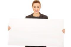 Geschäftsfrau mit leerer Fahne Stockfotos