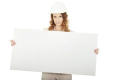 Geschäftsfrau mit leerer Fahne Lizenzfreie Stockbilder