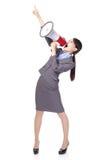 Geschäftsfrau mit Megaphon schreiend und zeigend Stockbild